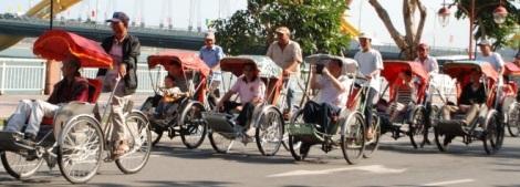Cyclo trip along Han River's bank